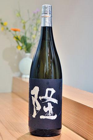 望月氏の地元秦野市からほど近い足柄郡山北町の蔵元、川西屋酒造の「隆」は、足柄で栽培されている酒米「若水」で仕込んだ純米吟醸。いわゆる淡麗辛口ではなく、しっかり米のうまみが感じられ、出汁を味わう「太月」の料理とよく合う。川西屋酒造は神奈川県の三大酒造のひとつと言われている。
