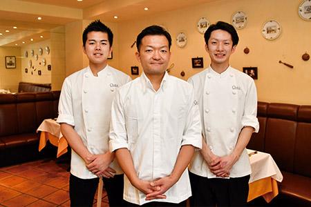 「厨房のスタッフもサービスを行い、全員がお客様との距離が近いことを大切にしています」。