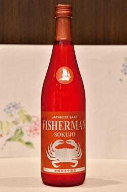 新潟県・塩川酒造の速醸純米吟醸酒「Fisherman Sokujo」。フルーティーな香りと軽やかな甘味があり、旨み成分が豊富に含まれる甲殻類を使った料理とは相性抜群。店のコンセプトと合致したシンボルも愛嬌がある。