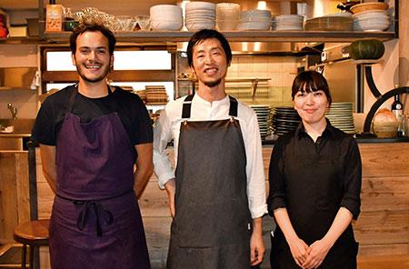 """「面白くありたい」をモットーに掲げる武藤さん。「自分自身も楽しみながらお店を続けていきたいですね。今後は""""食を中心とした豊かさ""""を提案できるよう、ケータリングなどの中食や調味料の販売などにも取り組み、お客様の心をも満たす場所にしていきたいです」。"""