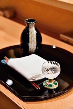 京都・松本酒造が醸造する純米酒「澤屋まつもと」。すっきりした味わいで、食前酒から食後酒まで幅広く楽しめる。季節によってラインナップが変わる日本酒は、料理の味を邪魔しないものを中心に、6種類程度を取りそろえる。。