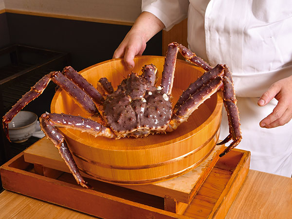 たらば蟹は1部屋に1杯、松葉蟹などは1人1杯と、食べ応えも十分。