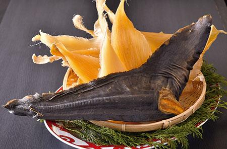 毛鹿ザメ、青ザメ、メジロザメなど、味や食感の異なる複数のフカヒレが揃う。