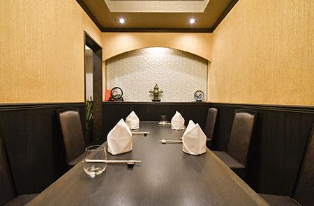 6名まで利用可能な完全個室タイプのテーブル席も用 意されている。
