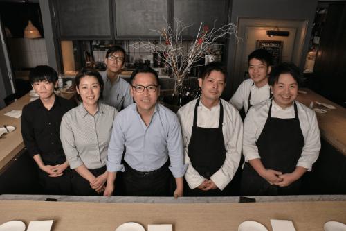 「お客様を幸せにする上質な料理とサービス精神」という理念を共有するスタッフの皆さん。