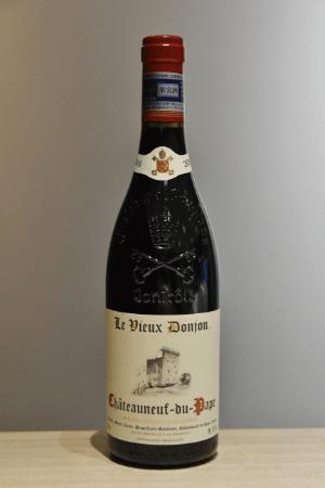 「Le Vieux Donjon Chateauneuf du Pape」。グルナッシュ主体で、力強さの中にも繊細で芳醇な味わいがある。