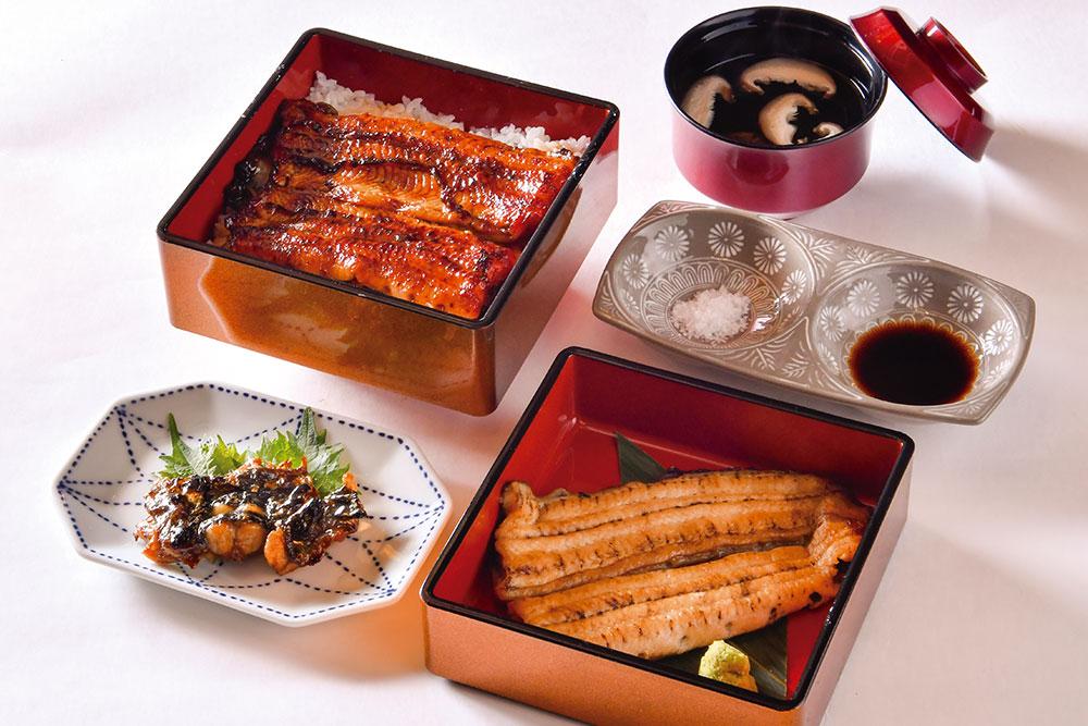「天然うなぎの白焼き・うな重の二段重」。島根県宍道湖や青森県、熊本県などから仕入れる希少な天然うなぎ。その身質、脂、皮の風味まで、素材の良さを味わうには、まずは白焼きから。