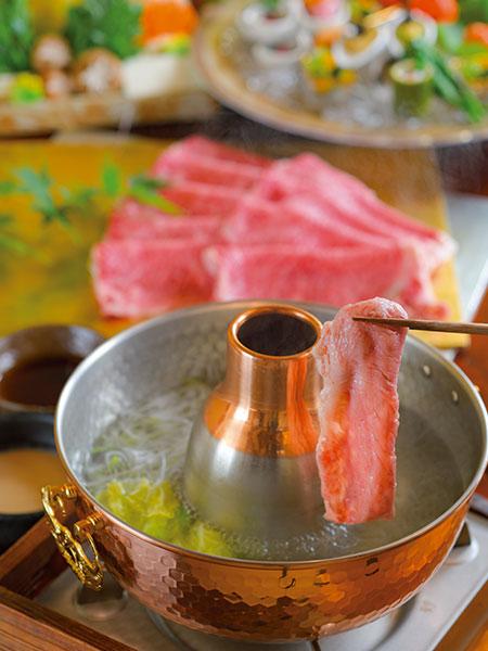 美しくサシが入った肉の、とろけるような舌触りと独特の甘みを堪能できる。