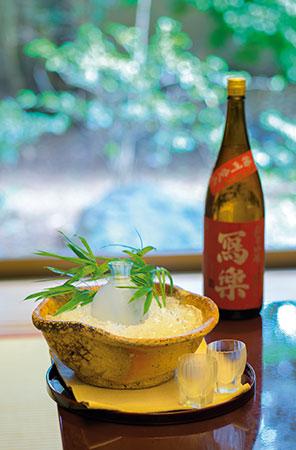 「冩樂 純米吟醸 播州愛山」。果実のような含み香で切れ味が良く、 料理を一層引き立てる。