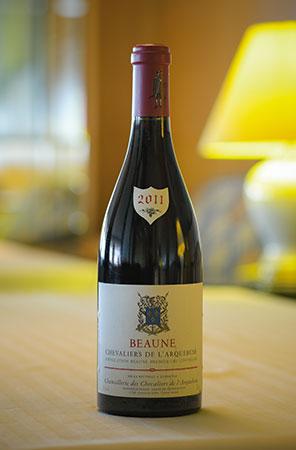 「Beaune Chevaliersde L'arquebuse 2011」。甘すぎない豊かな酸味はピジョンとの相性も抜群だ。