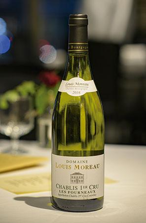 まろやかさとミネラル感が調和した味わいの「Domaine Louis Moreau Chablis 1er Cru Les Fourneaux」。